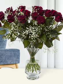 20 deep red roses with gypsophila - Black Baccara