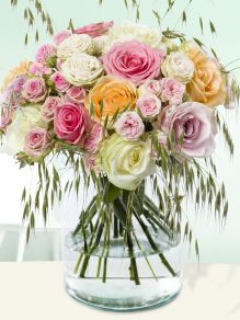 Mixed roses with wheatgrass