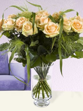 20 salmon-coloured roses with panicum  - Avalanche Peach