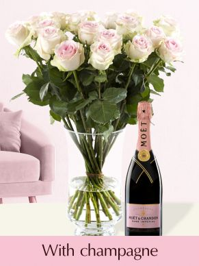 Soft pink roses with Moët & Chandon champagne brut rosé