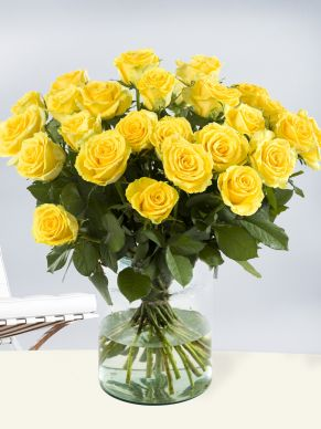 30 yellow roses - Good Times