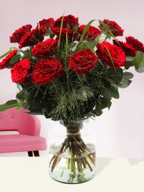 Red rose bouquet with panicum und eucalyptus