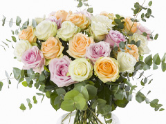 Peach coloured rose bouquet